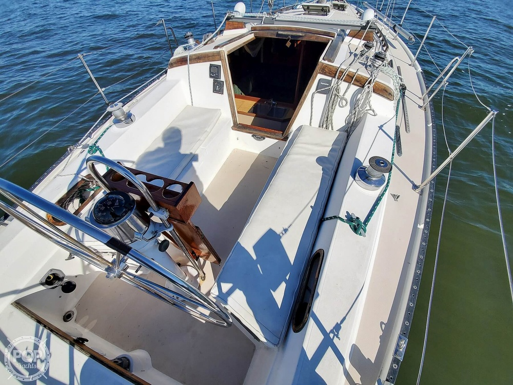1985 Catalina Yachts boat for sale, model of the boat is 36 & Image # 24 of 40