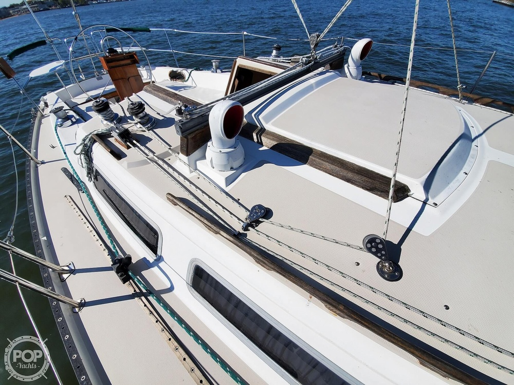 1985 Catalina Yachts boat for sale, model of the boat is 36 & Image # 37 of 40