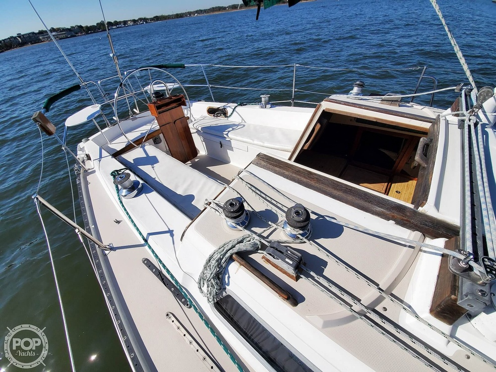 1985 Catalina Yachts boat for sale, model of the boat is 36 & Image # 38 of 40