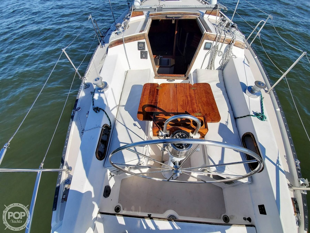 1985 Catalina Yachts boat for sale, model of the boat is 36 & Image # 4 of 40