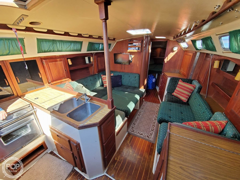 1985 Catalina Yachts boat for sale, model of the boat is 36 & Image # 5 of 40
