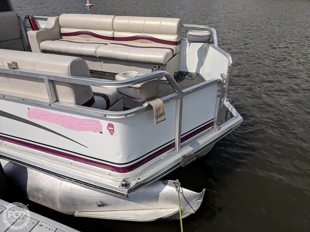 1997 Sun Tracker boat for sale, model of the boat is Party Hut 30 & Image # 13 of 41
