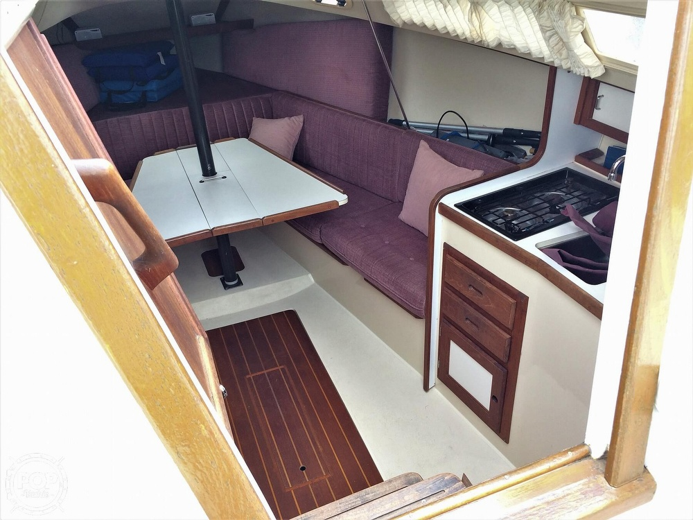1991 Catalina Yachts boat for sale, model of the boat is Capri 26 & Image # 3 of 40