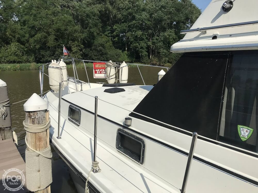 1982 Carver boat for sale, model of the boat is 3607 Aft Cabin & Image # 33 of 40