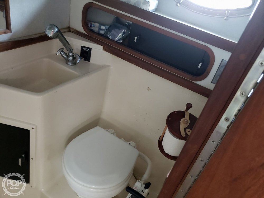 1988 Tiara Yachts boat for sale, model of the boat is 3100 & Image # 32 of 40