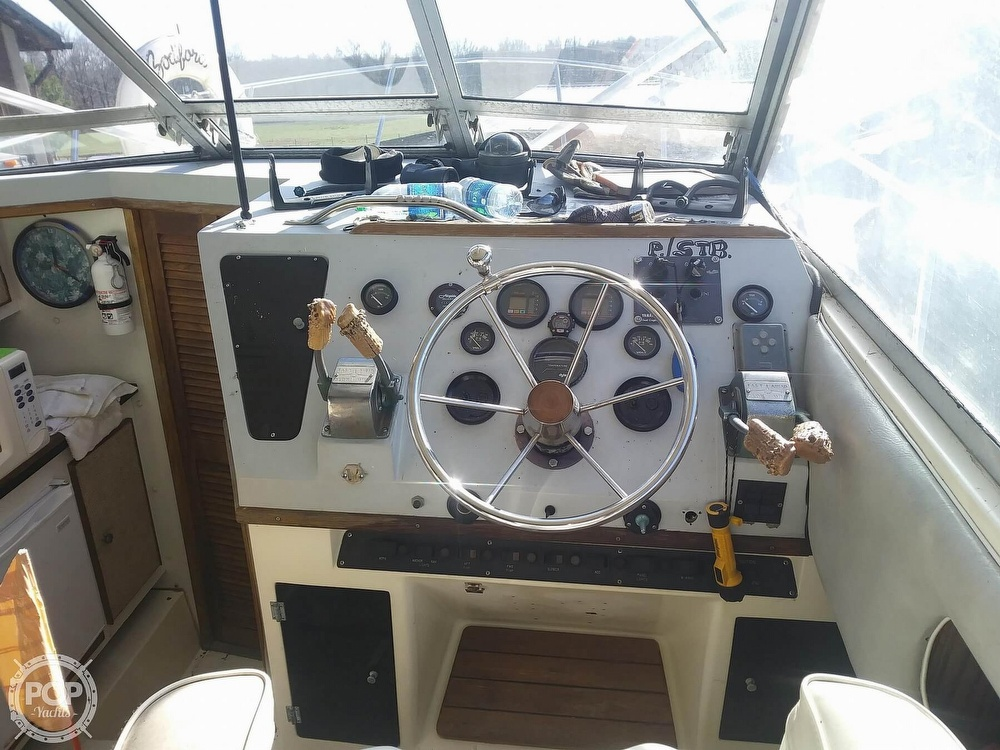 1988 Phoenix boat for sale, model of the boat is 28 Custom & Image # 9 of 25