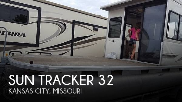 Used Pontoon Boats For Sale in Missouri by owner | 2003 Sun Tracker 32
