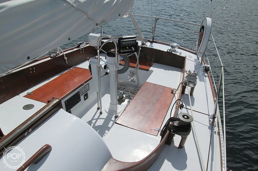 1964 Le Comte boat for sale, model of the boat is 33 Medalist & Image # 4 of 22