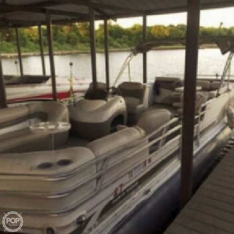 2001 Sun Tracker boat for sale, model of the boat is 27 Party Barge & Image # 27 of 33