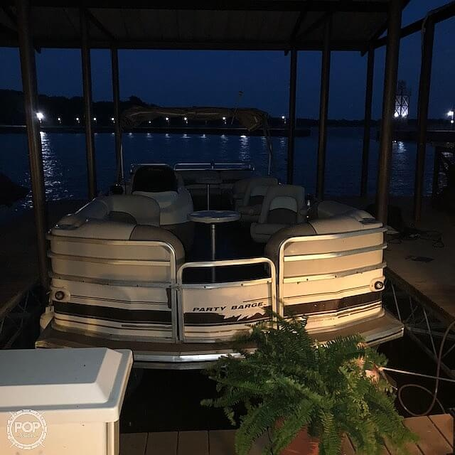 2001 Sun Tracker boat for sale, model of the boat is 27 Party Barge & Image # 18 of 33