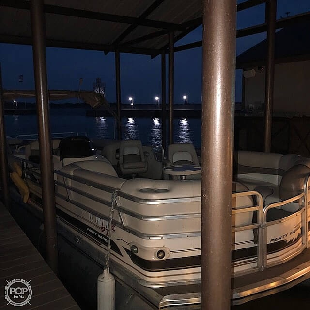 2001 Sun Tracker boat for sale, model of the boat is 27 Party Barge & Image # 19 of 33