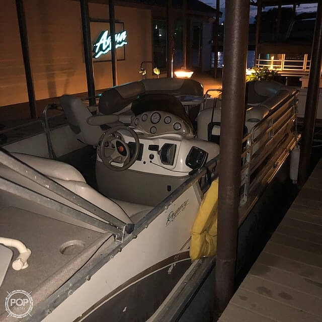 2001 Sun Tracker boat for sale, model of the boat is 27 Party Barge & Image # 5 of 33