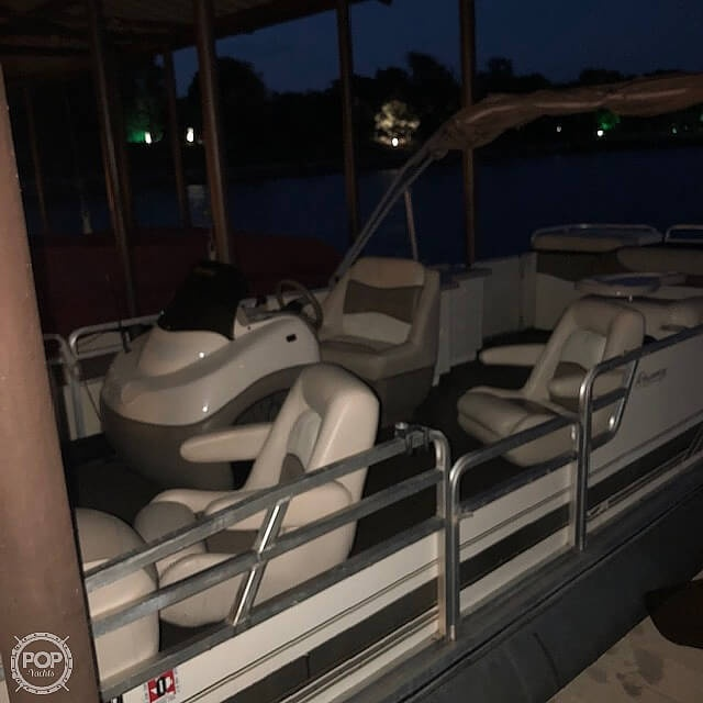 2001 Sun Tracker boat for sale, model of the boat is 27 Party Barge & Image # 20 of 33