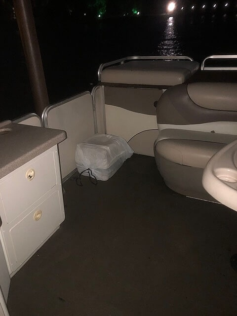 2001 Sun Tracker boat for sale, model of the boat is 27 Party Barge & Image # 21 of 33