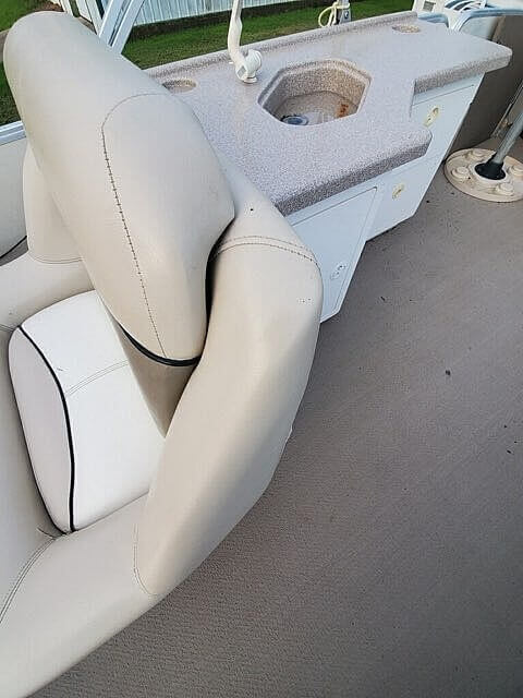 2001 Sun Tracker boat for sale, model of the boat is 27 Party Barge & Image # 2 of 33