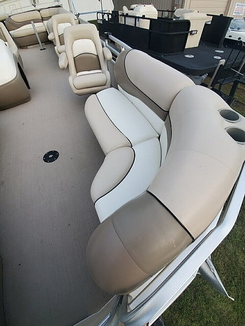2001 Sun Tracker boat for sale, model of the boat is 27 Party Barge & Image # 3 of 33