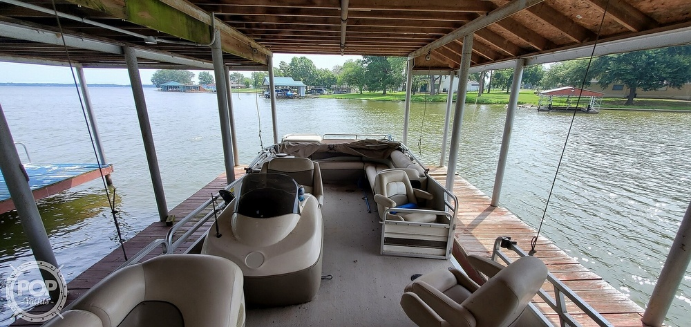 2001 Sun Tracker boat for sale, model of the boat is 27 Party Barge & Image # 28 of 40