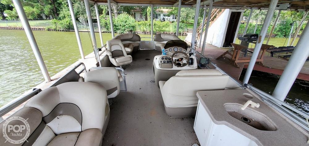 2001 Sun Tracker boat for sale, model of the boat is 27 Party Barge & Image # 5 of 40