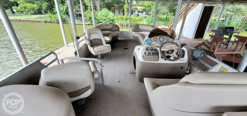 2001 Sun Tracker boat for sale, model of the boat is 27 Party Barge & Image # 30 of 40