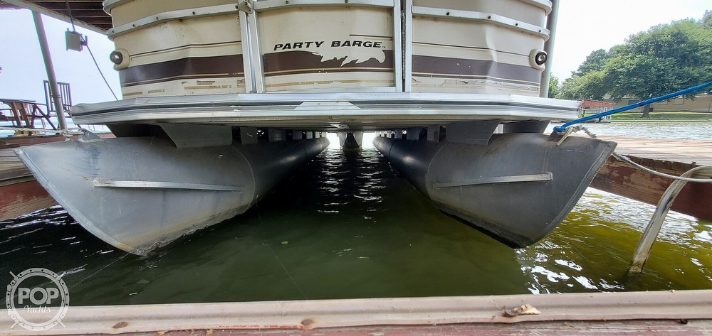 2001 Sun Tracker boat for sale, model of the boat is 27 Party Barge & Image # 8 of 40