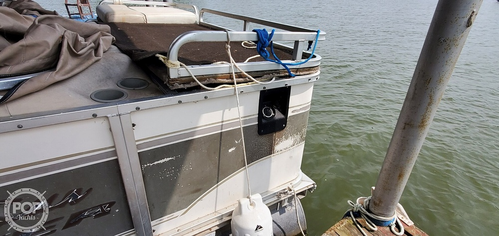 2001 Sun Tracker boat for sale, model of the boat is 27 Party Barge & Image # 39 of 40