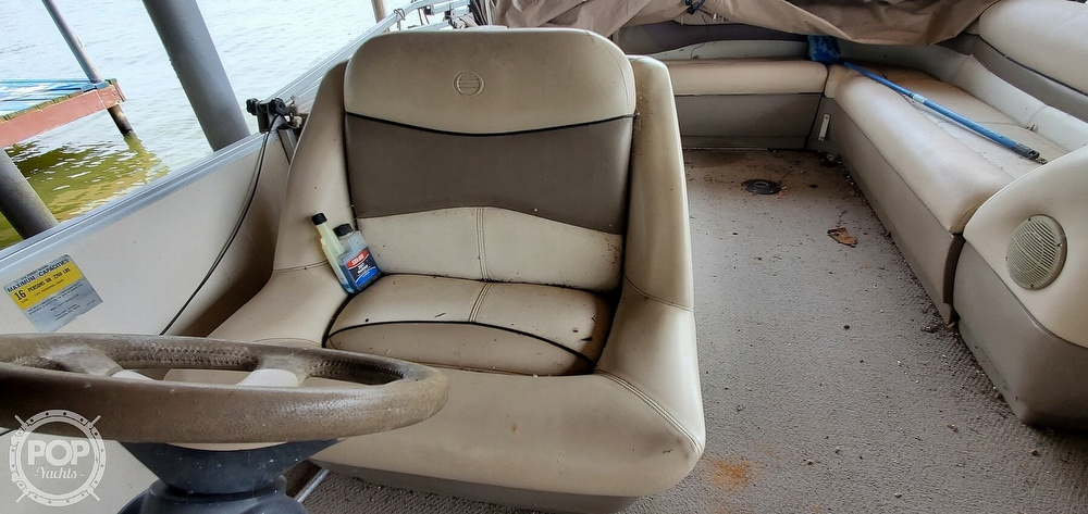 2001 Sun Tracker boat for sale, model of the boat is 27 Party Barge & Image # 34 of 40