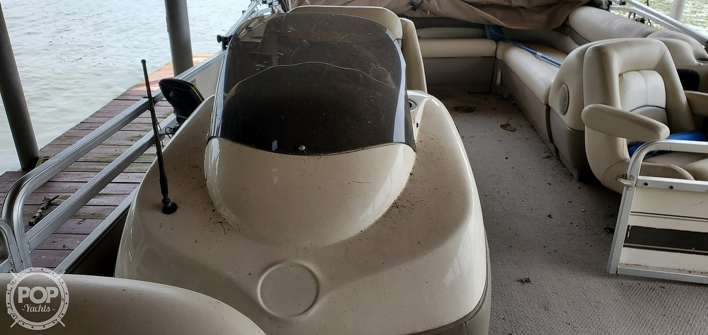 2001 Sun Tracker boat for sale, model of the boat is 27 Party Barge & Image # 36 of 40