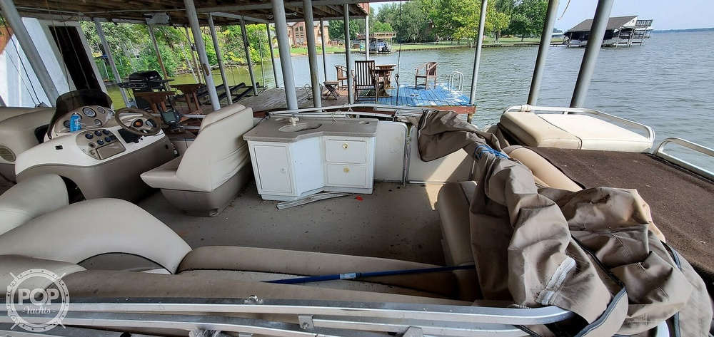 2001 Sun Tracker boat for sale, model of the boat is 27 Party Barge & Image # 15 of 40