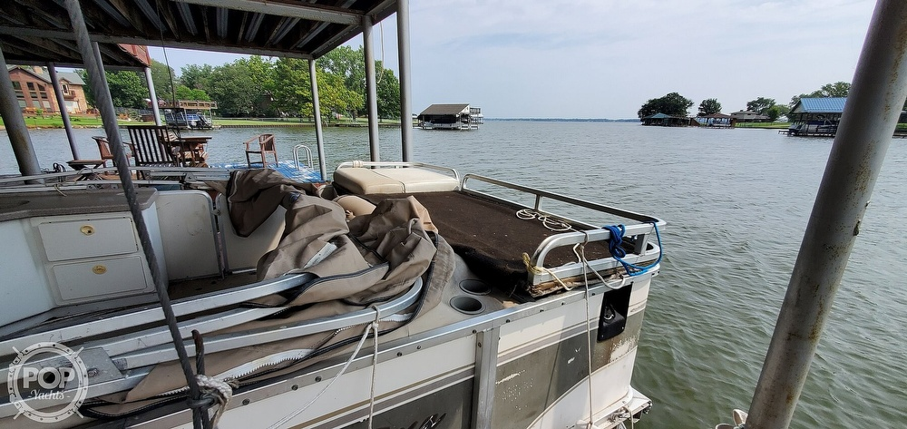 2001 Sun Tracker boat for sale, model of the boat is 27 Party Barge & Image # 14 of 40