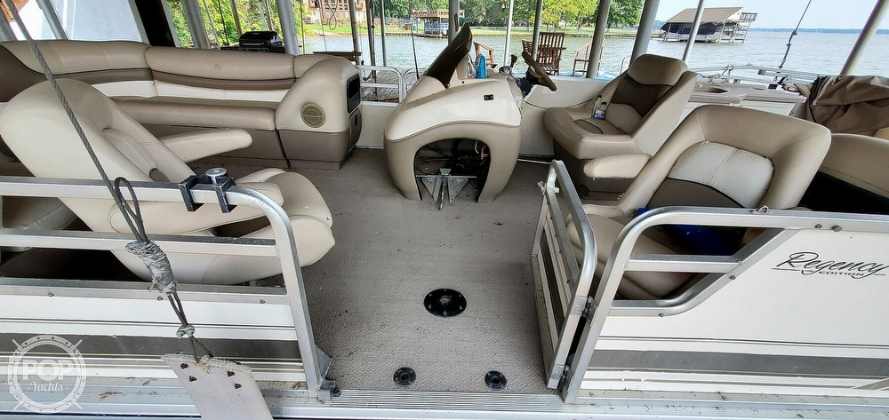 2001 Sun Tracker boat for sale, model of the boat is 27 Party Barge & Image # 17 of 40