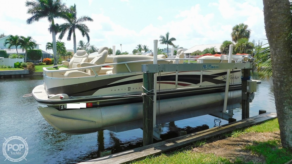 2008 Sun Tracker boat for sale, model of the boat is 22 Party Barge Regency Edition & Image # 2 of 41