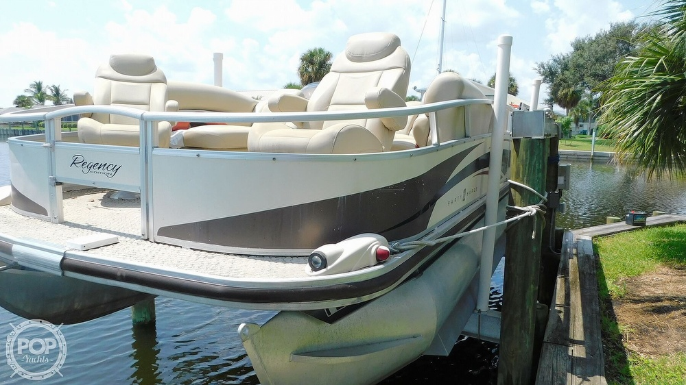 2008 Sun Tracker boat for sale, model of the boat is 22 Party Barge Regency Edition & Image # 7 of 41