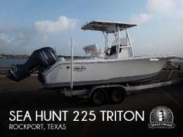 2018 Sea Hunt 225 Triton