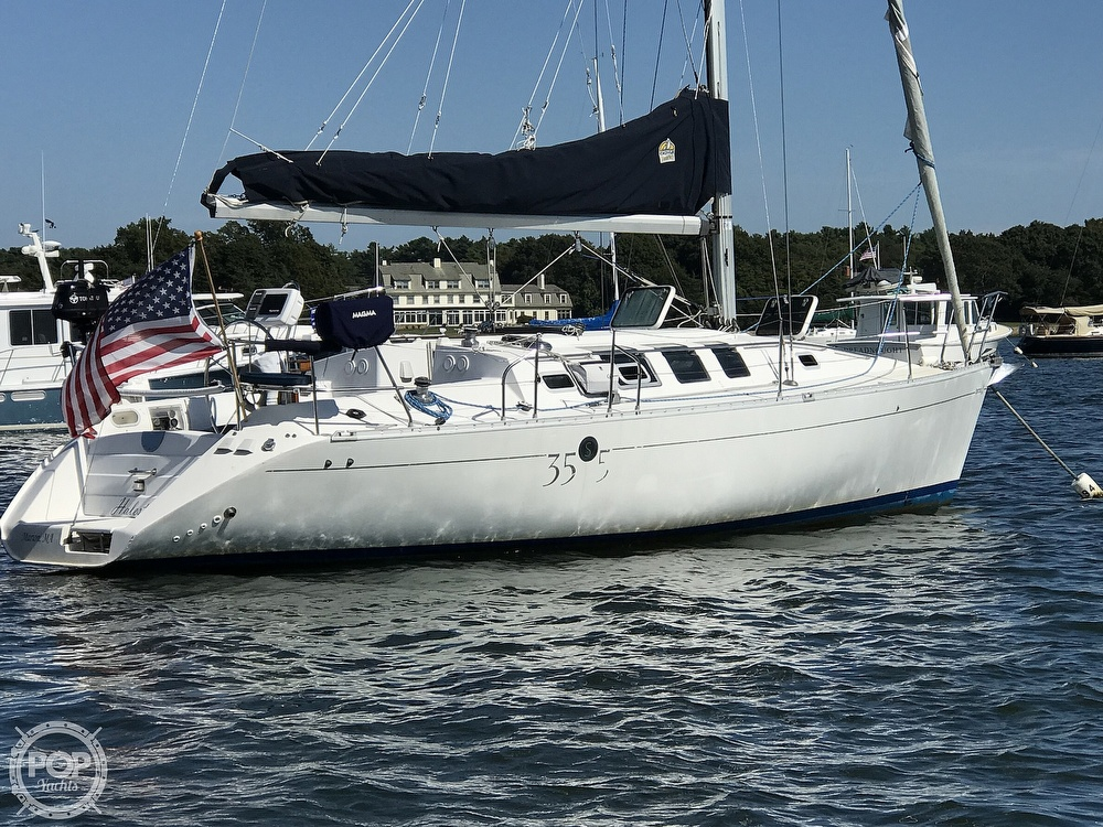1989 Beneteau boat for sale, model of the boat is First 35s5 & Image # 2 of 40