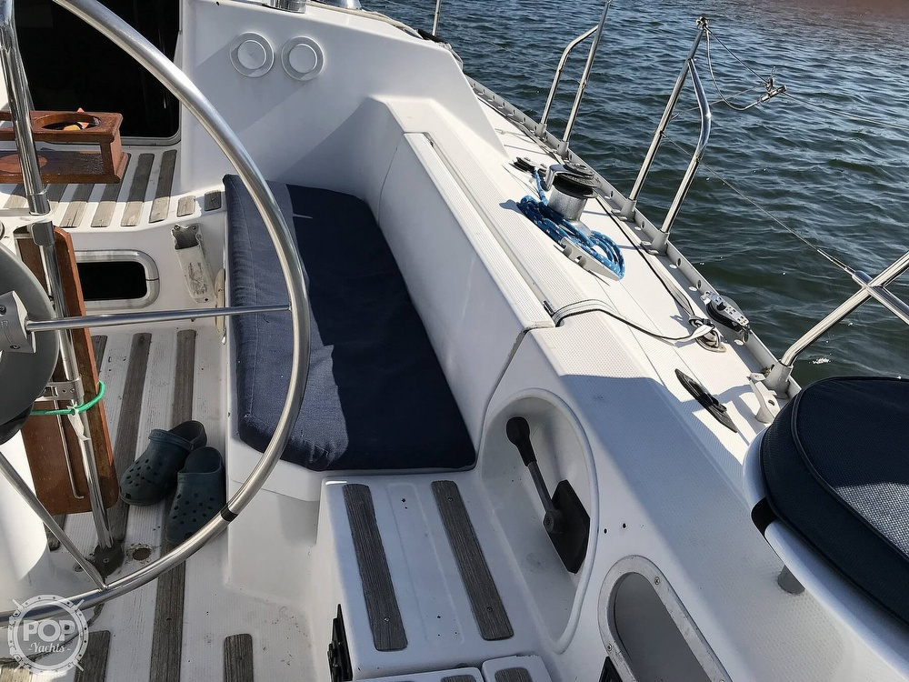 1989 Beneteau boat for sale, model of the boat is First 35s5 & Image # 14 of 40