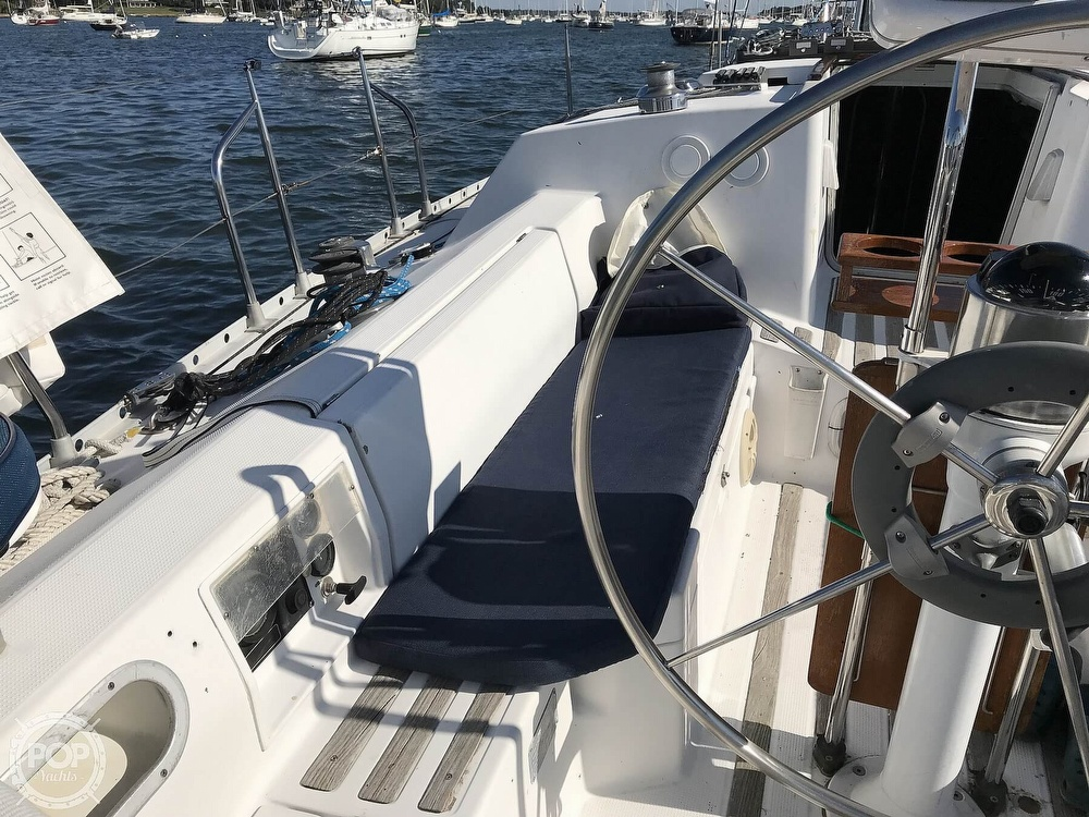 1989 Beneteau boat for sale, model of the boat is First 35s5 & Image # 15 of 40