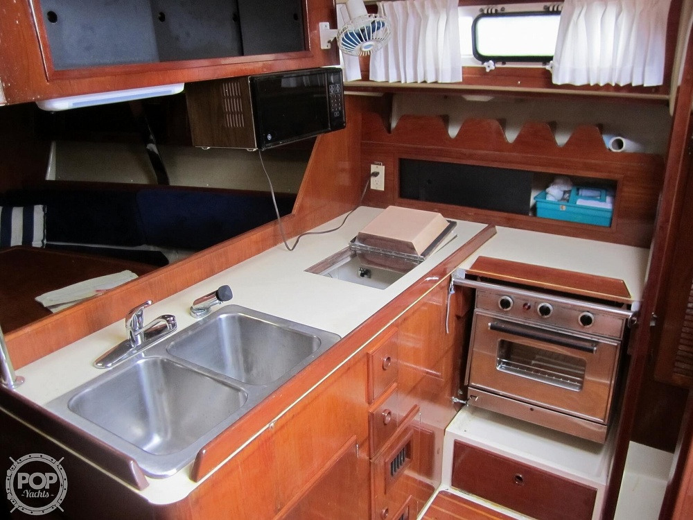 1986 Pearson boat for sale, model of the boat is 36-2 & Image # 6 of 40