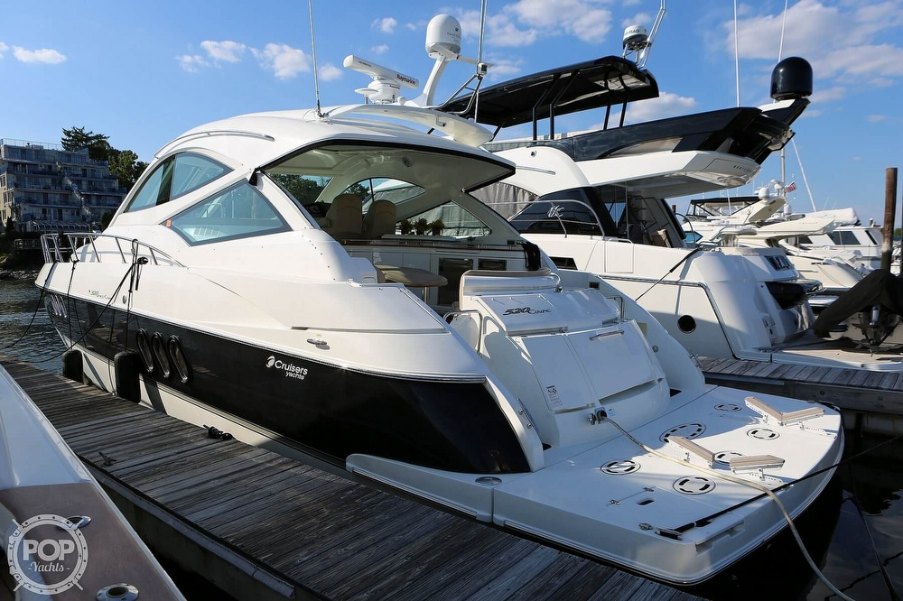 2009 Cruisers Yachts 520 Sports Coupe - image 8
