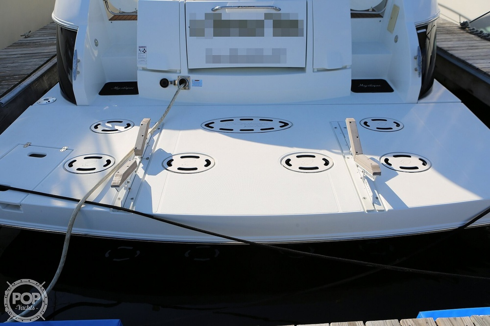 2009 Cruisers Yachts 520 Sports Coupe - image 10
