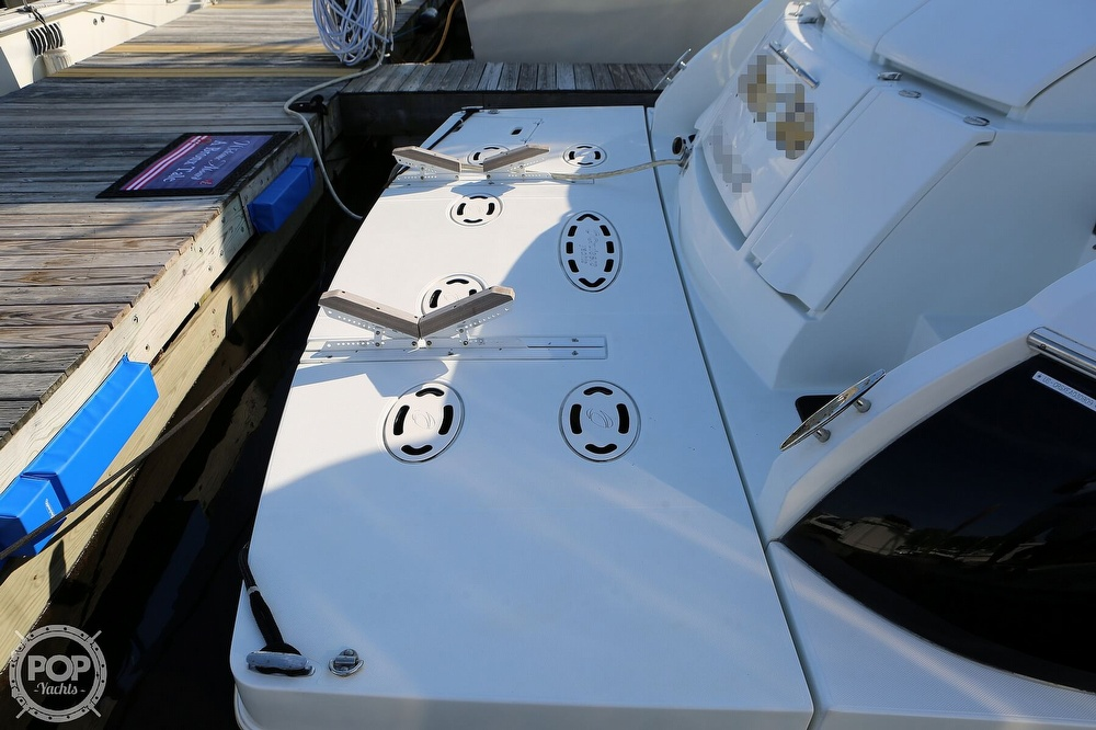 2009 Cruisers Yachts 520 Sports Coupe - image 17