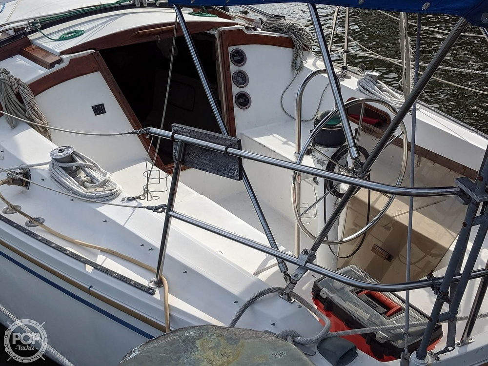 1984 Catalina Yachts boat for sale, model of the boat is 30 Tall Rig & Image # 21 of 40