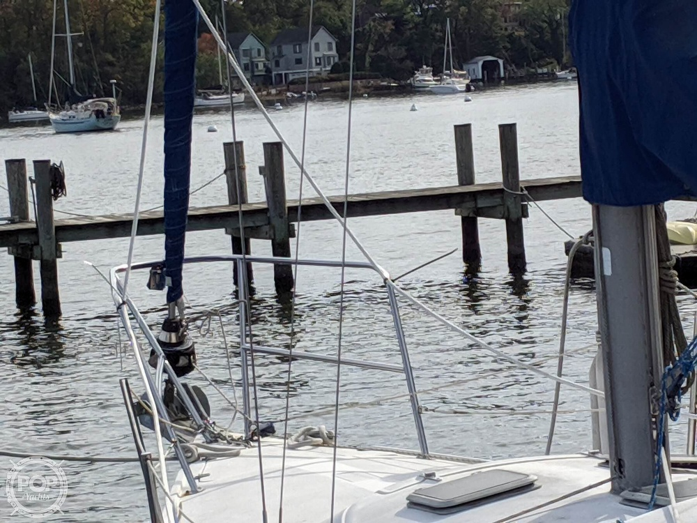 1984 Catalina Yachts boat for sale, model of the boat is 30 Tall Rig & Image # 24 of 40