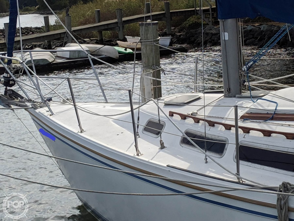 1984 Catalina Yachts boat for sale, model of the boat is 30 Tall Rig & Image # 32 of 40