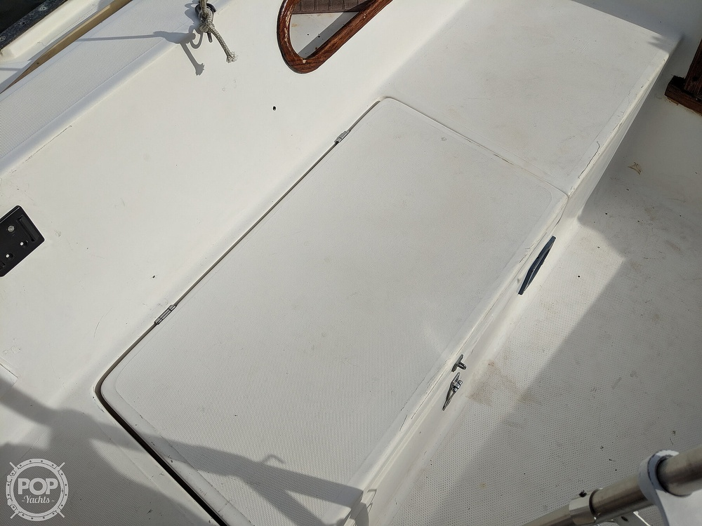 1984 Catalina Yachts boat for sale, model of the boat is 30 Tall Rig & Image # 38 of 40