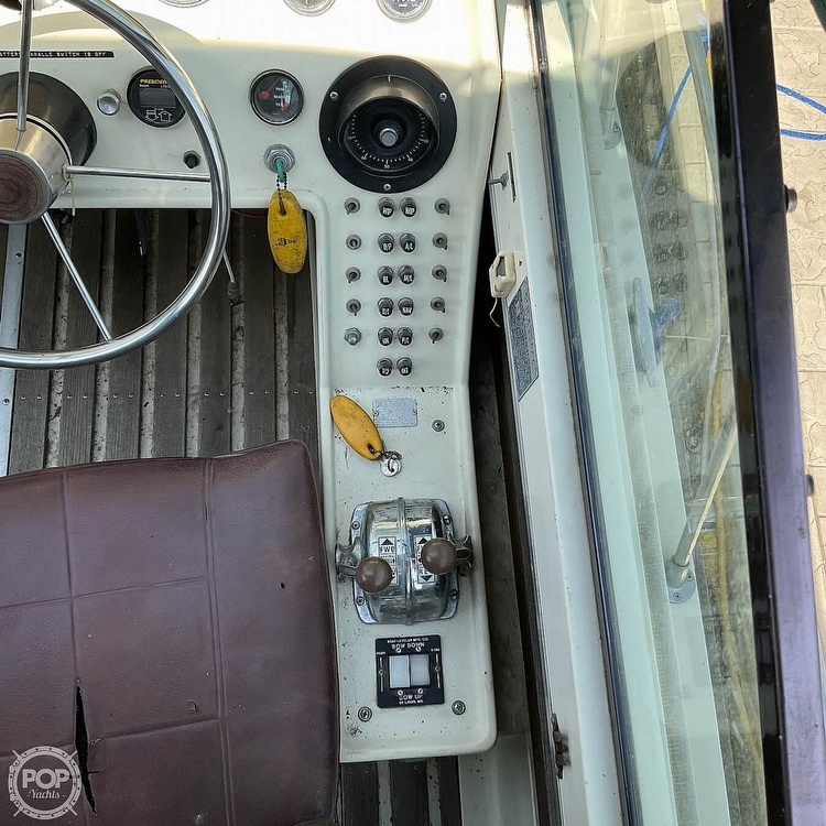 1973 Slickcraft boat for sale, model of the boat is 255 SF & Image # 32 of 40