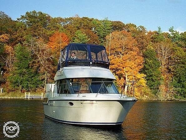 1994 Carver boat for sale, model of the boat is 300 Aft Cabin & Image # 2 of 40