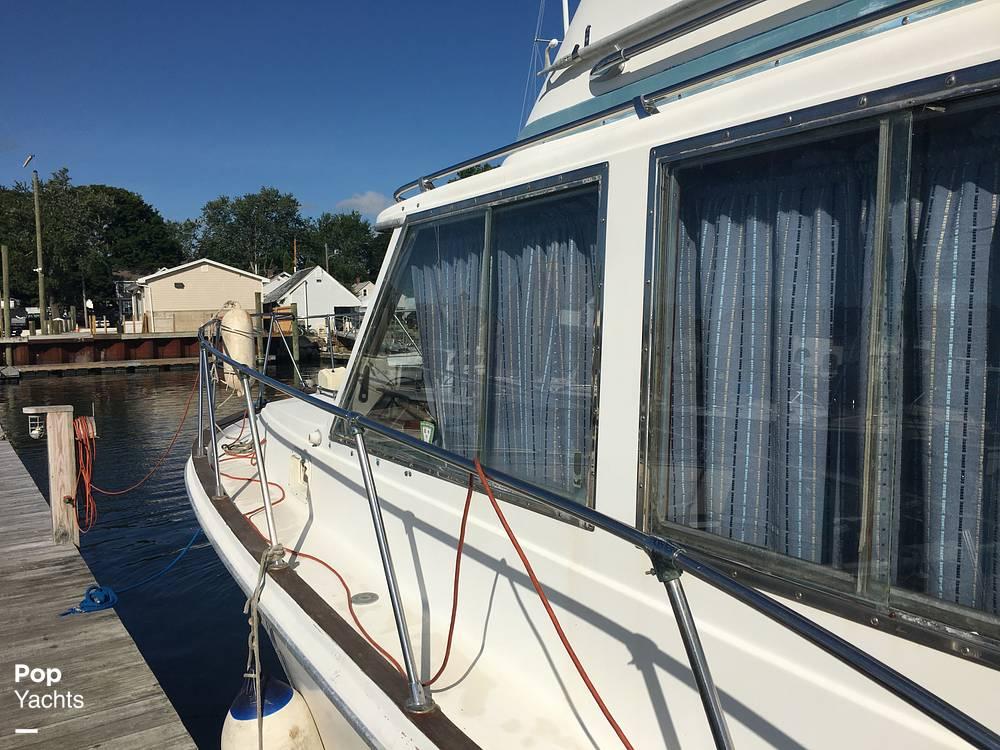 1974 Uniflite boat for sale, model of the boat is Sedan & Image # 17 of 41