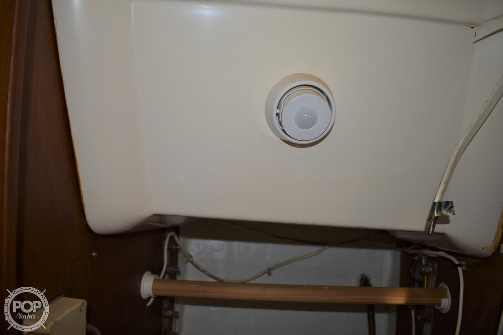 1983 CAL boat for sale, model of the boat is 31 & Image # 28 of 40