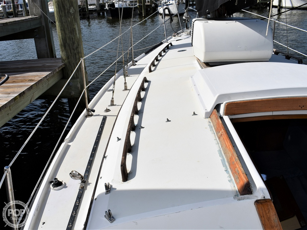 1983 CAL boat for sale, model of the boat is 31 & Image # 12 of 40