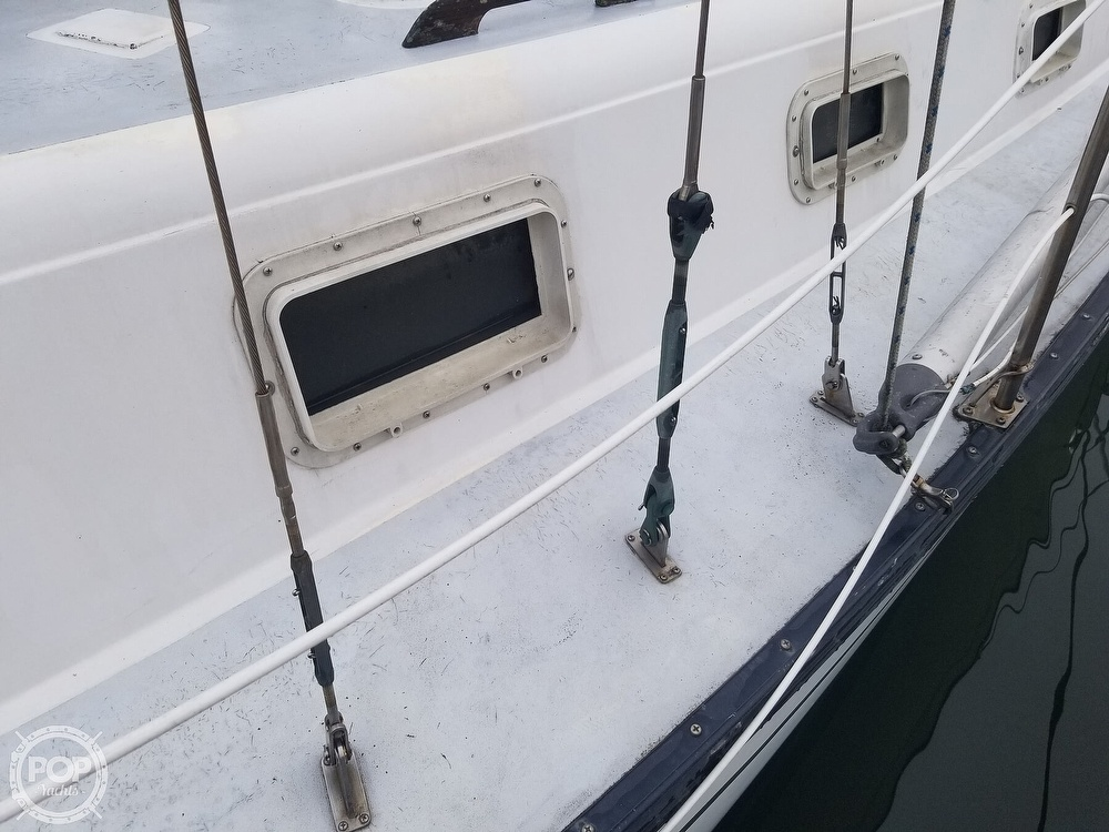 1979 Hunter boat for sale, model of the boat is 33 & Image # 13 of 40